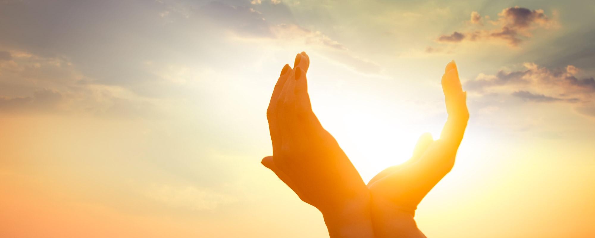 Mains coeur soleil